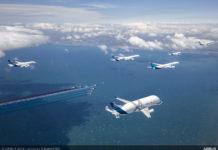 """Совместный полет самолетов Airbus над Францией в сопровождении пилотажной группы """"Патруль де Франс"""""""