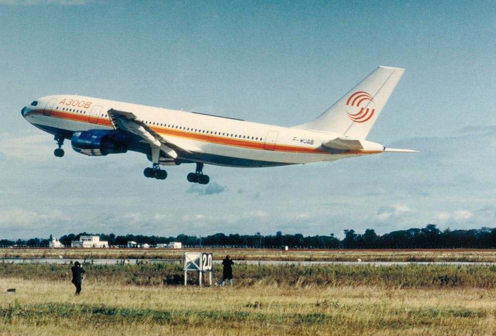Первый полет Airbus A300B