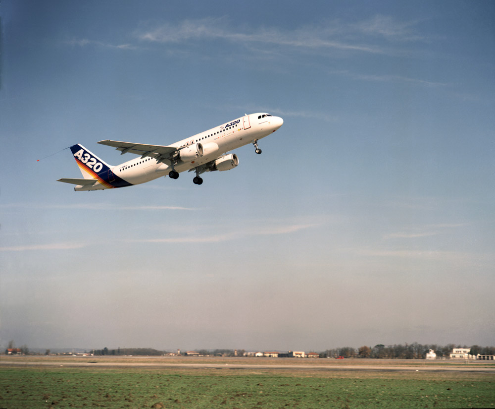 Первый полет самого массового самолета Airbus - A320
