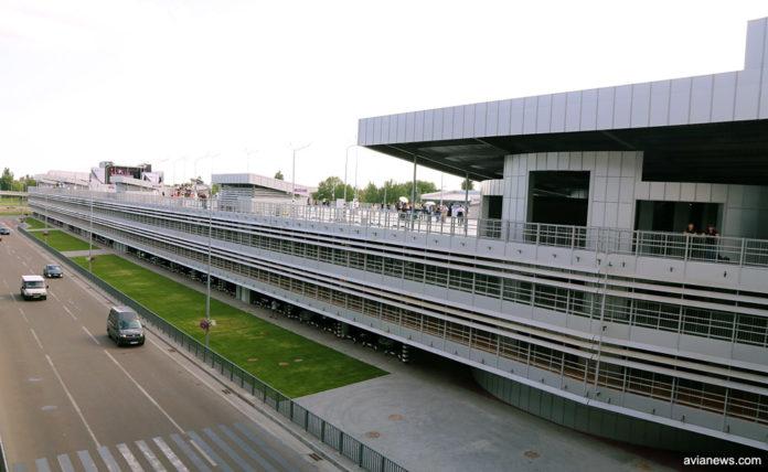 Многоуровневый паркинг в аэропорту Борисполь