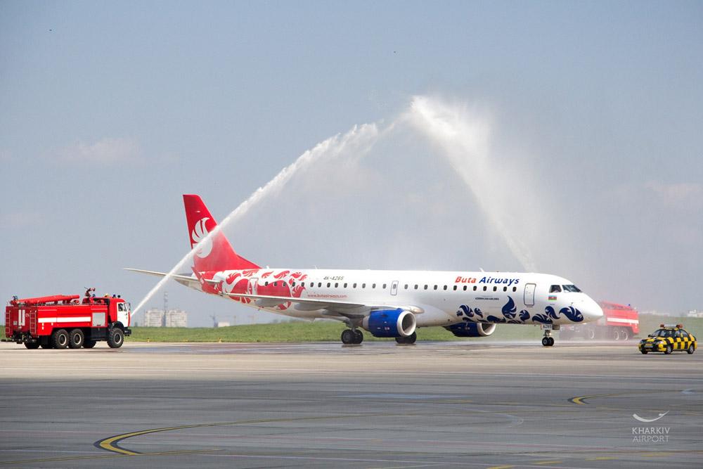 Водная арка для первого рейса Buta Airways Баку-Харьков