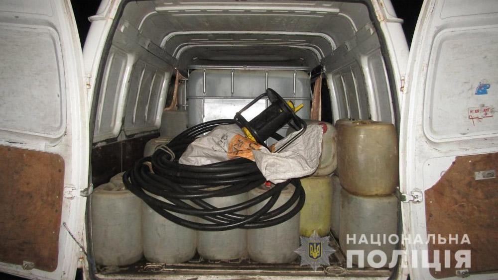 Помпа, шланг и емкости с керосином в  автомобиле ГАЗель