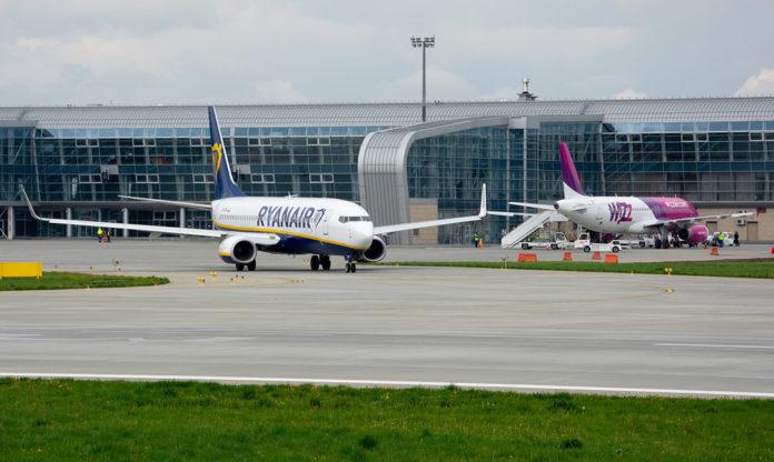 Самолеты лоу-костов Ryanair и Wizz Air