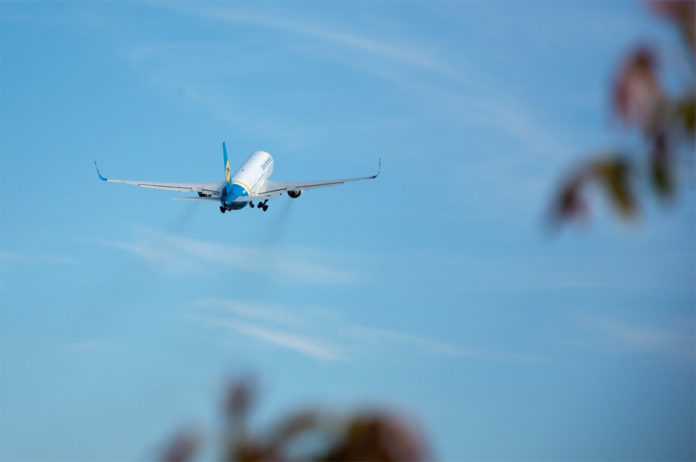 Взлет самолета Boeing 767 МАУ