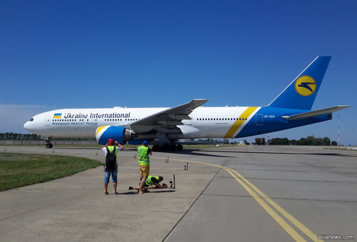 Boeing 777-200ER МАУ в аэропорту Борисполь