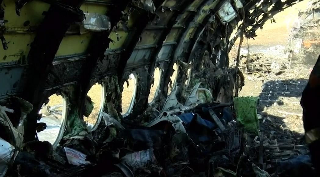 """Оставшаяся часть салон сгоревшего Superjet 100 """"Аэрофлота"""""""