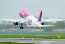Взлет самолета Wizz Air