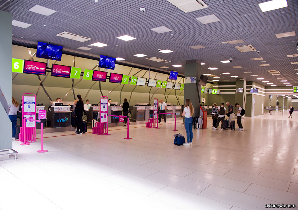 Старый зал регистрации в терминале А аэропорта Жуляны