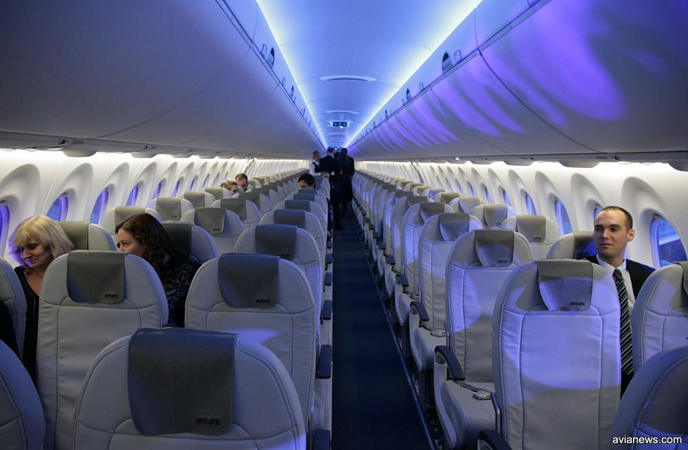 Салон самолета Airbus A220-300 airBaltic