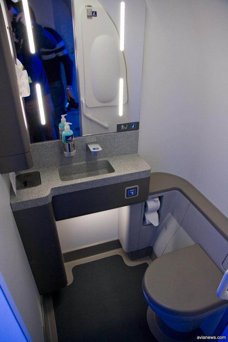 Туалет в самолете A220-300