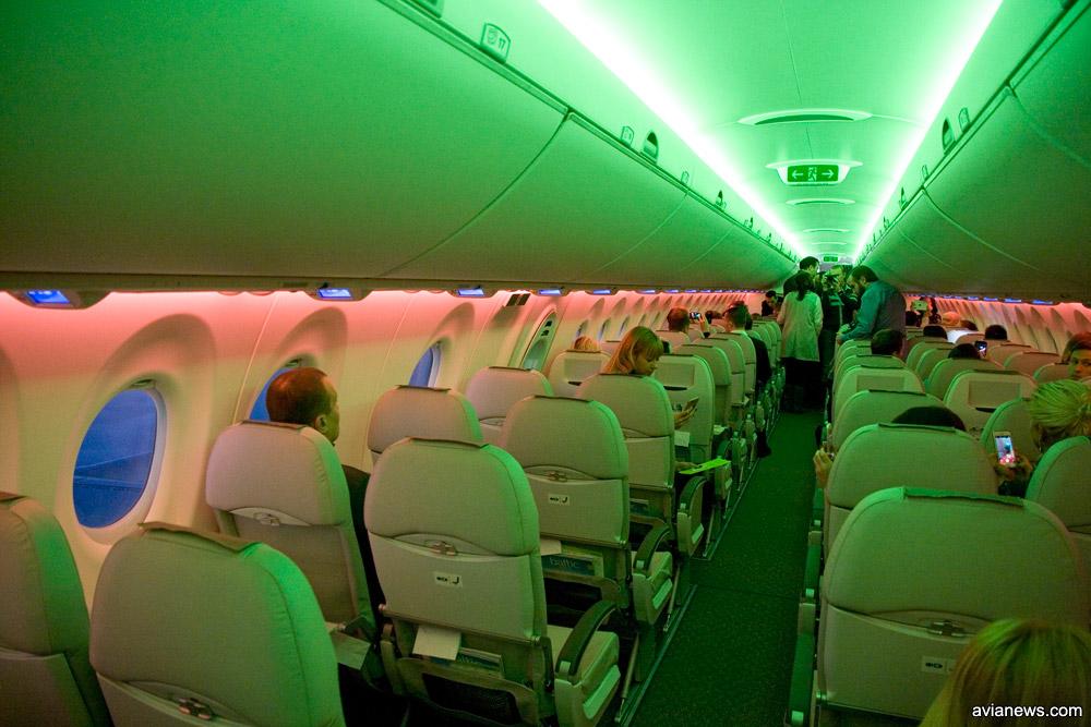 Подсветка в салоне A220-300 может менять цветовой оттенок
