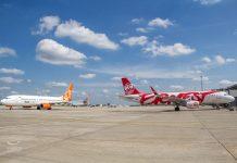 Самолеты на перроне в аэропорту Харьков