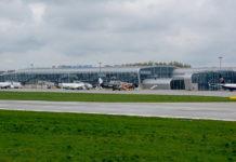Самолеты у терминала в аэропорту Львов