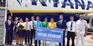 Экипаж Ryanair после выполнения первого рейса Краков-Одесса