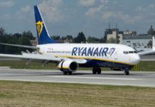 Boeing 737-800 Ryanair на полосе