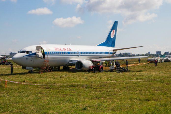 Процесс эвакуации Boeing 737-300