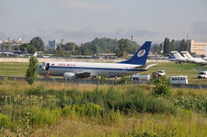 Выкатившийся с полосы в аэропорту Жуляны Boeing-737-300