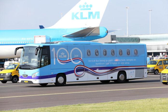 Бесплатный автобус KLM, доставляющий пассажиров в аэропорт Амстердама Схипхол