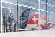 Отражение хвостов самолетов авиакомпаний Lufthansa Group: Lufthansa, Austrian Airlines, Swiss, Eurowings