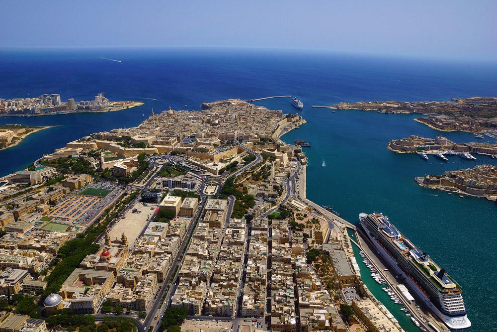 Вид с высоты птичьего полета на столицу Мальты - Валетта