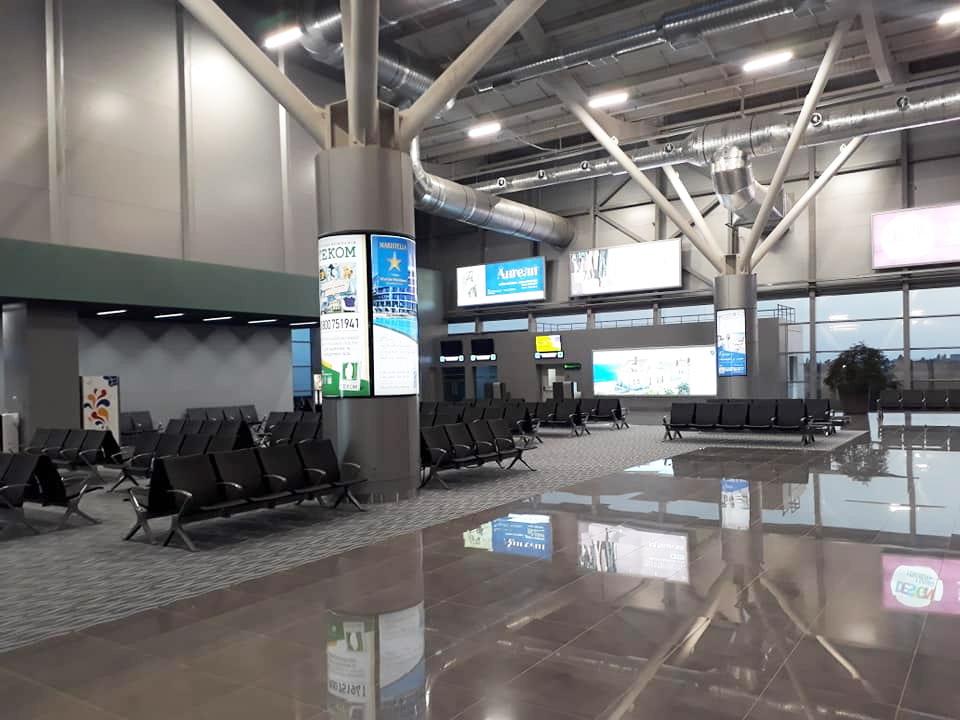 Зал ожидания вылета внутренних рейсов в новом терминале аэропорта Одесса
