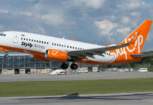 Взлет Boeing 737-700 SkyUp