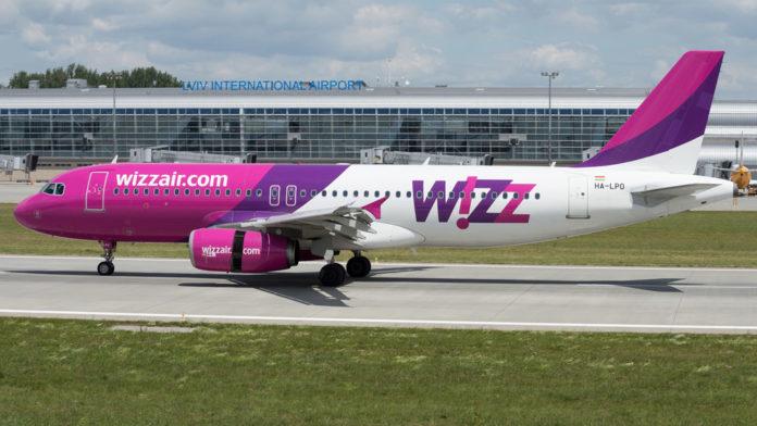 Самолет Airbus A320 Wizz Air в аэропорту Львов