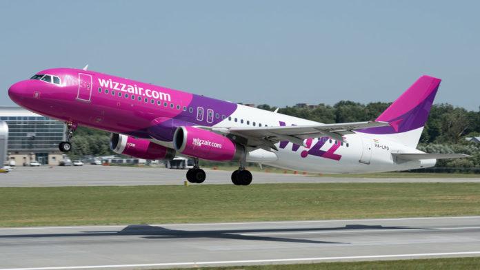 Взлет самолета A320 Wizz Air