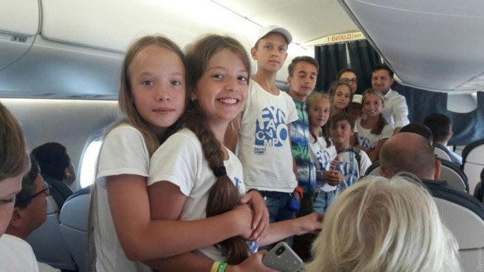 Президент Украины Владимир Зеленский на борту Embraer 195 рейса Киев-Одесса