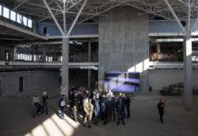 Владимир Зеленский на строительной площадке нового терминала в аэропорту Запорожье