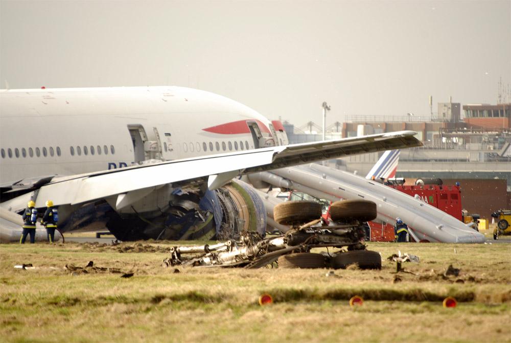 Boeing 777 British Airways после жесткой посадки в Хитроу
