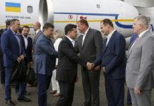 Владимир Зеленский после прилета в аэропорт Ивано-Франковска