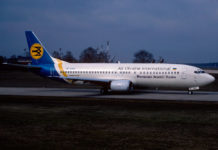 Boeing 737-400 МАУ в октябре 1992 года в старой ливрее Air Ukraine International