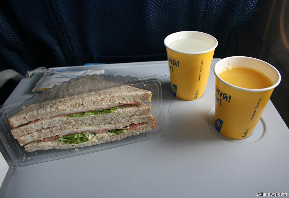 Питание на внутреннем рейса МАУ Киев-Львов в 2011 году