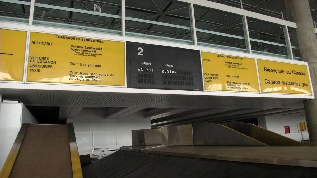 Пустующий зал выдачи багажа в аэропорту Мирабель