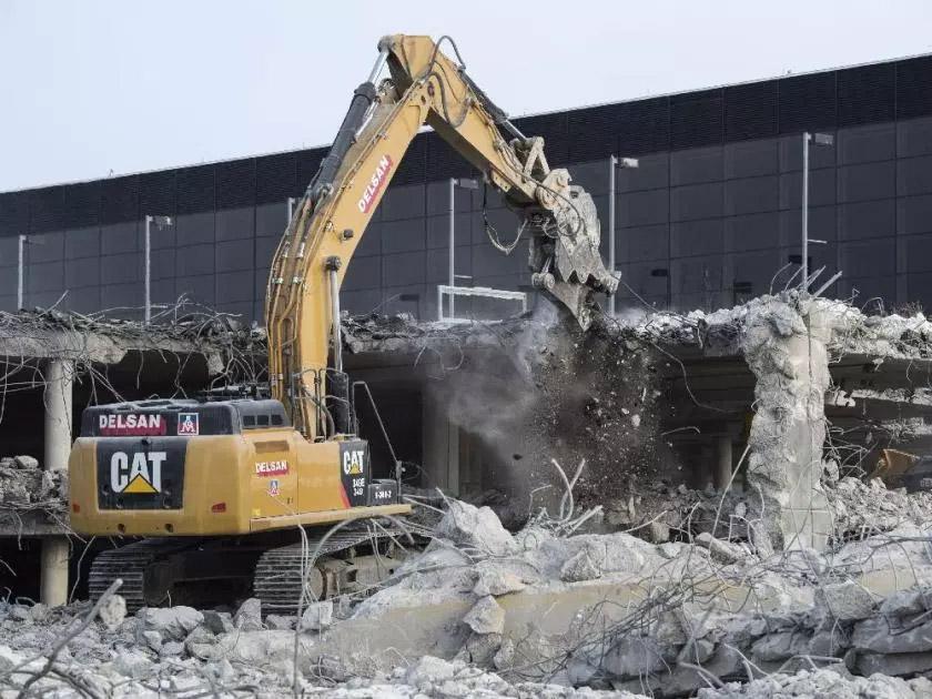 Демонтаж терминала в аэропорту Мирабель