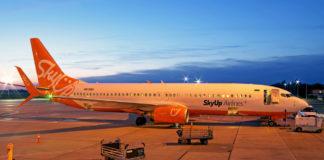 Boeing 737-800 SkyUp в вечернее время