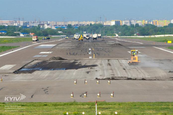 Ремонт полосы в аэропорту Жуляны в 2017 году
