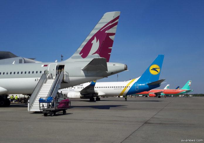 Хвосты самолетов в аэропорту Борисполь