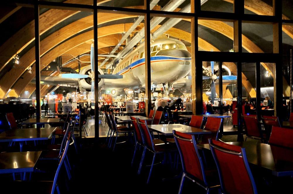 Ил-14Т в ресторане Runway34 рядом с аэропортом Цюриха