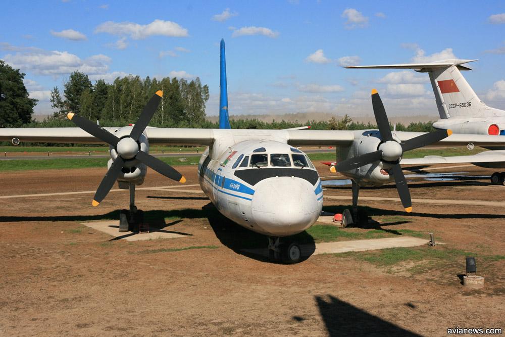 """Ан-24РВ """"Гомельавиа"""" в музее в аэропорту Минск"""