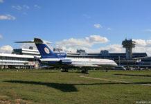 "Ту-154Б-2 ""Белавиа"" в авиационном музее на фоне терминала в аэропорту Минск"