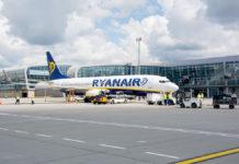 Boeing 737-800 Ryanair в аэропорту
