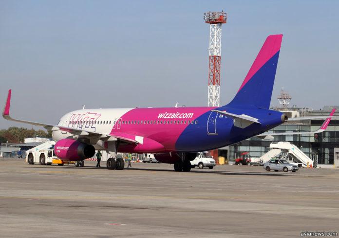Самолет A320 Wizz Air в новой ливрее