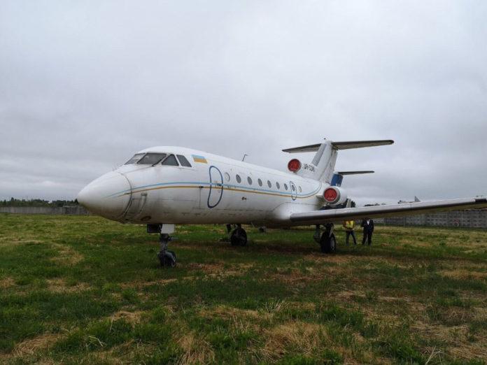 Як-40 UR-CDW, выставленный на продажу в системе СЕТАМ