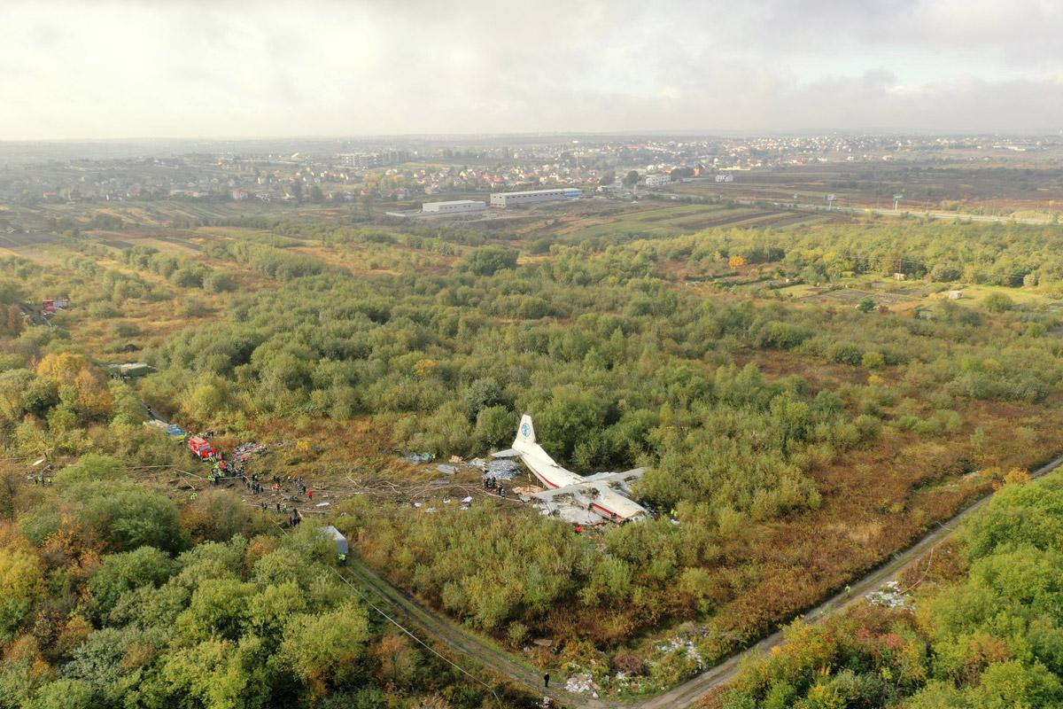 """Ан-12БК UR-CAH авиакомпании """"Украина-Аэроальянс"""" после жесткой посадки во Львове"""