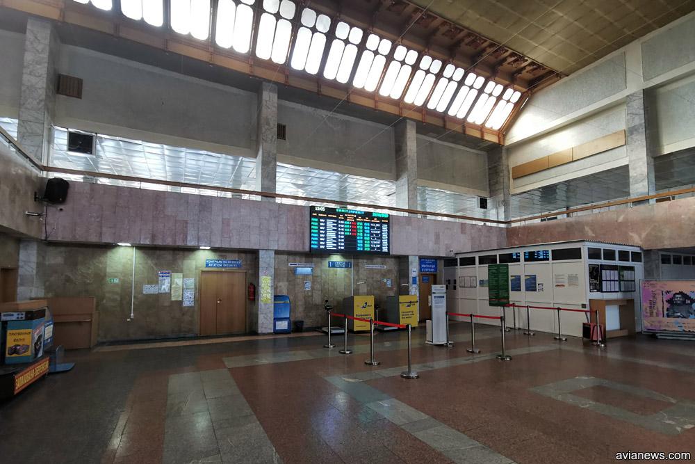 Зал регистрации в терминале аэропорта Ивано-Франковск