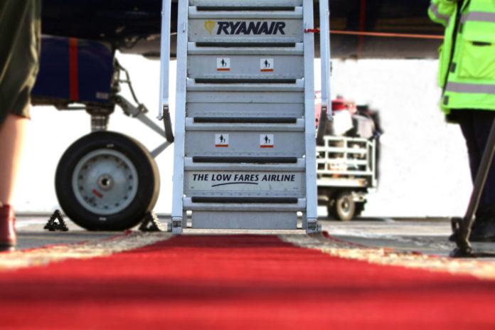 Красная дорожка для пассажиров Ryanair в аэропорту Одесса