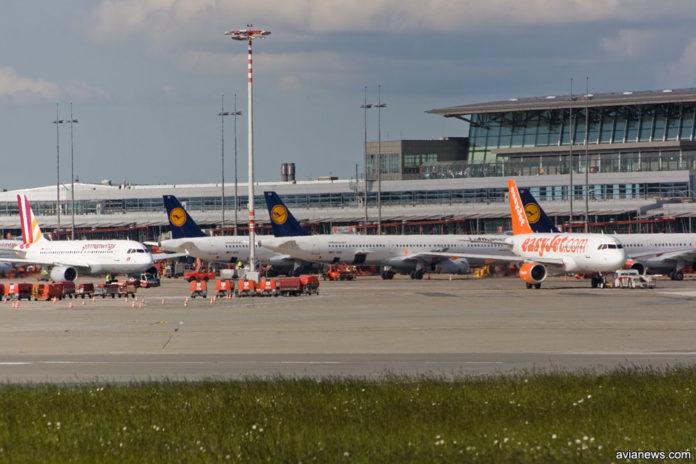 Самолеты в аэропорту Гамбурга, Германия