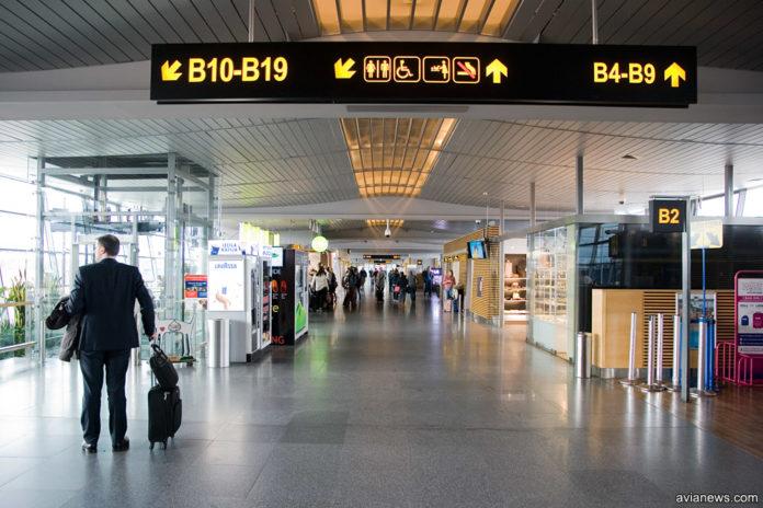 Зал вылета в аэропорту Рига